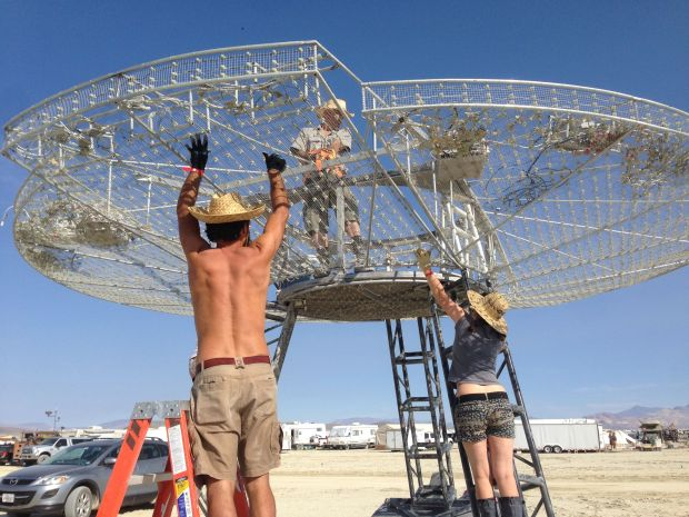 Assembling John Zenzius' Mothership art car