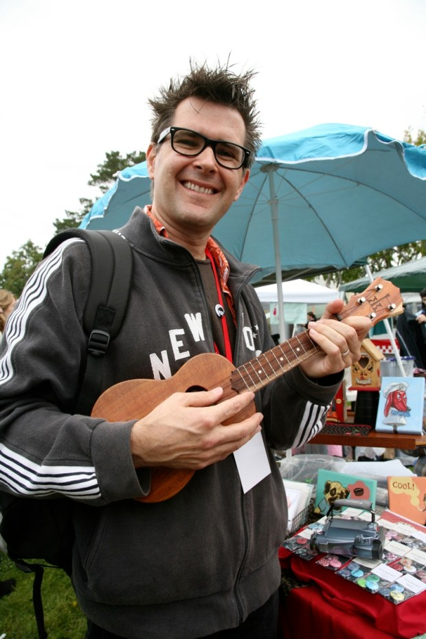 Founding Make: Editor-in-Chief, Mark Frauenfelder, playing a ukelele.