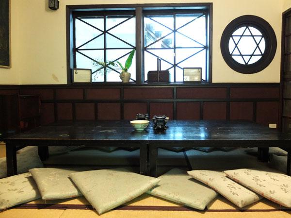 日本家屋のお茶屋さん