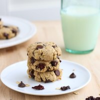 Dark Chocolate Cherry Oatmeal Cookies {vegan, gluten-free, refined sugar-free}