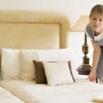 El Parlament aprueba las medidas para mejorar la salud de las camareras de piso