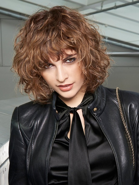 Frisurentrends 2017 Damen Kurzhaarfrisuren Damen Locken 2018