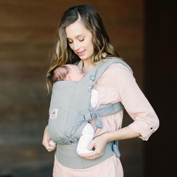 エルゴの新作抱っこひも「アダプト」の口コミ評判。新生児OKインサート不要の最強の抱っこ紐