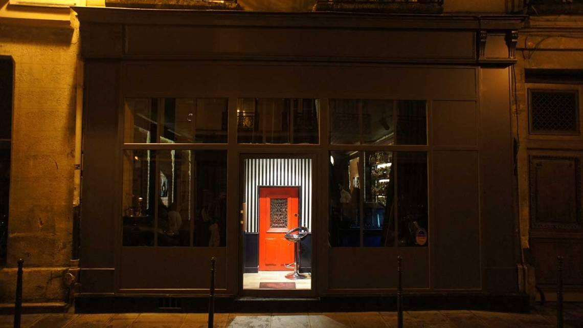little red door a super cool cocktail bar in paris. Black Bedroom Furniture Sets. Home Design Ideas