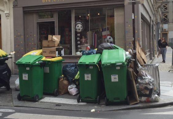 Rubbish in Paris