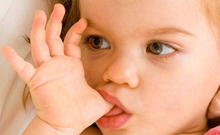 mamatothemax; mama; blog; blogger; moeders; duimzuigen; nagelbijten; allergie