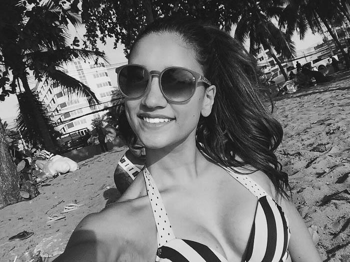 girl taking selfie beach pattaya