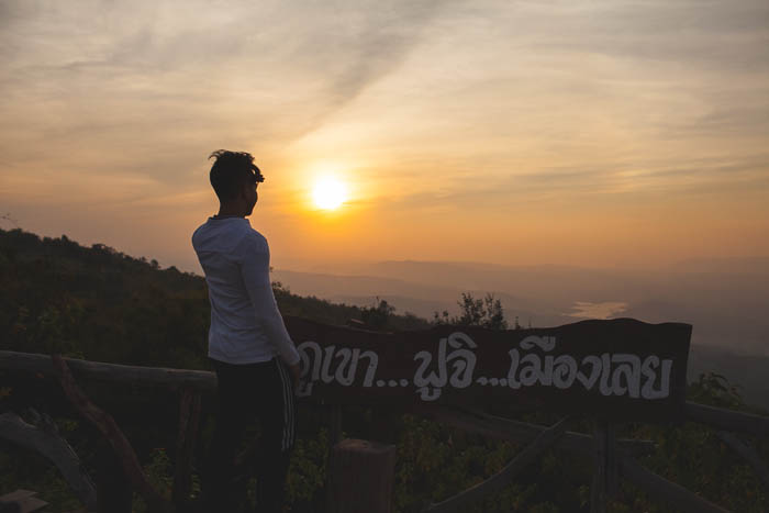 boy_watching _Sunet_thailand