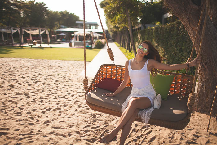 girl_swing_so_Sofitel_beach