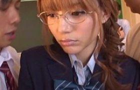 ツンデレのメガネ美人JKが男子生徒と3Pエッチで大量潮吹き痙攣wRio
