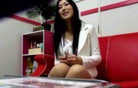 ローションマッサージの気持ち良さに禿げオヤジのペニスでも欲しくなってしまうセレブ美しい妻!北川美緒