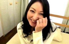 デカ乳輪の可愛いおっぱい食べ頃新妻が初撮りで連続アクメw木村佳純