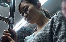魅惑的なスカートキレイ人妻がバスの中で凌辱され潮吹き足ガク痙攣!。稲川なつめ