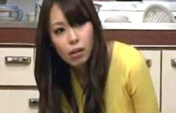 イケメンの父親の部下に恋する女子大生の娘がビクビク痙攣マジイキ連発。桜花えり