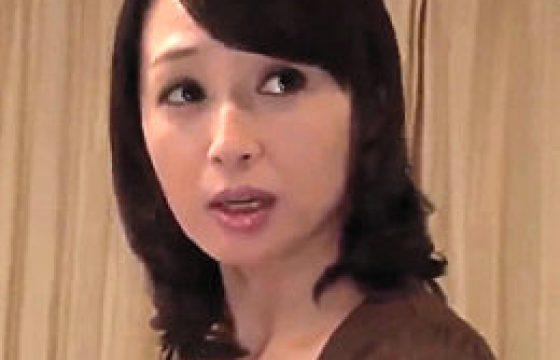 美熟れた女妻が夫の部下に寝取られ巨根腰振りで激痙攣。安野由美