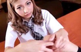 超鋭敏な金髪ツルツル女子校生が未経験の巨根でガクガク痙攣イキまくり。高井ルナ