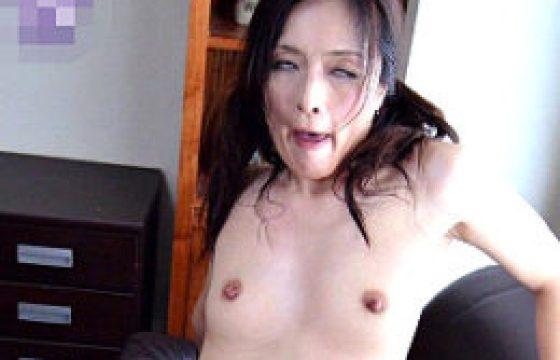 隠語連発で白目剥きアヘ顔痙攣イキまくるド変貌中年女性w寺崎泉