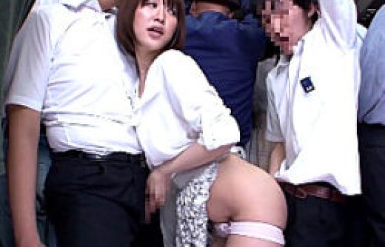 満員バスで男子学生2人を変態るデカチチのドスケベ他人妻。ダブル素股でビクビク痙攣イキwディープスロートで精液ごっくん!篠田ゆう