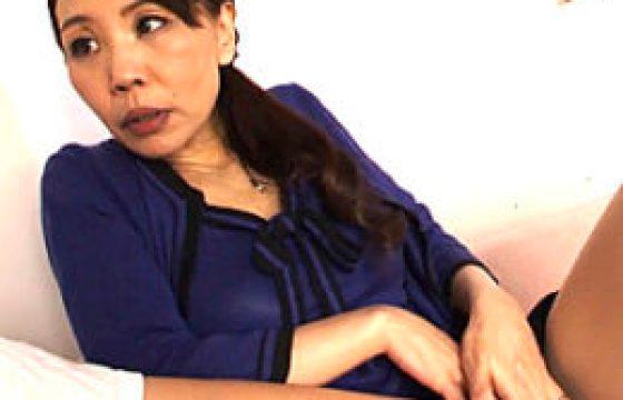 黒乳首のエロケバい熟れた女が大絶叫で唇を震わせ痙攣イキ。牧野紗代
