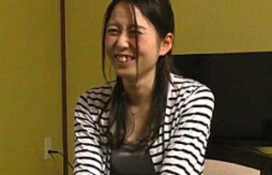 貞操ユルユルの公務員新妻が浮気外風呂旅行。ちっぱいガリガリ身体を痙攣させて膣内射精マン屁!高木千里