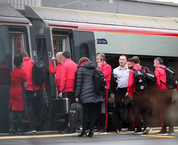 1 ECE 40 MAN UNITED TRAIN