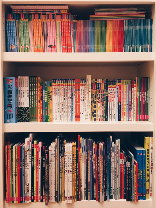 The photo represents ~30% of my Chinese book collection and nearly all of the books I have used so far after the pre-reading stage. Top shelf: Sagebooks 500, Greenfield I Can Read, and Greenfield Magic Box. Middle shelf: Level 0 and some Level 1 books. Bottom shelf: picture books.