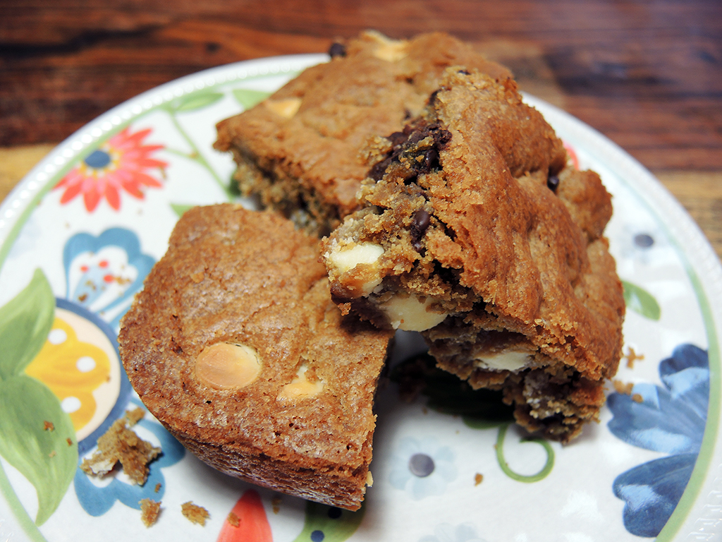 Cucina Mia Quincy Hours Blondies With White And Dark Chocolate Chips Home Is A Kitchen