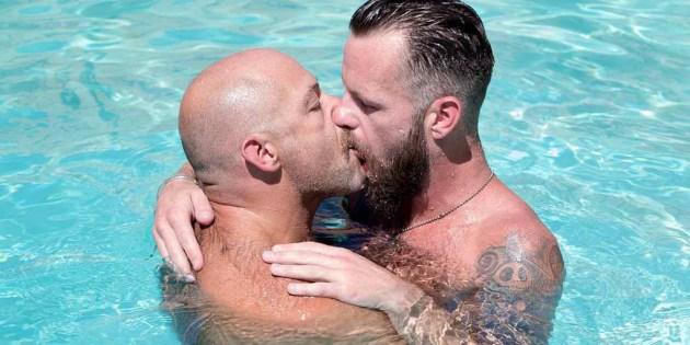 Woof Alert: Sailor Blue & Aiden Storm Fuck Bone Flexx In The Pool