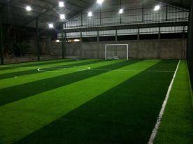 lantai lapangan rumput