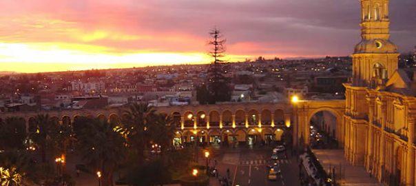 Plaza de Armas de Arequipa, final de tarde