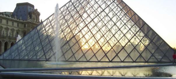 Piramide do Louvre, Paris