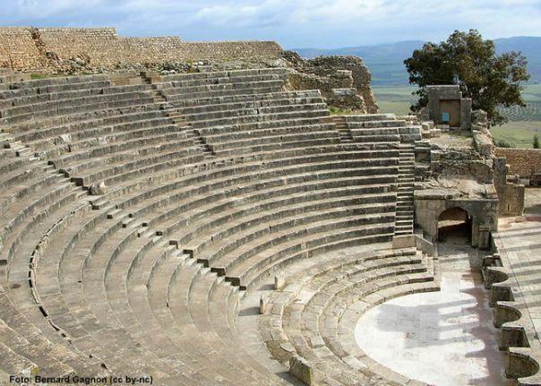 Teatro de Dougga, Tunísia - Foto Bernard Gagnon CCBY SA