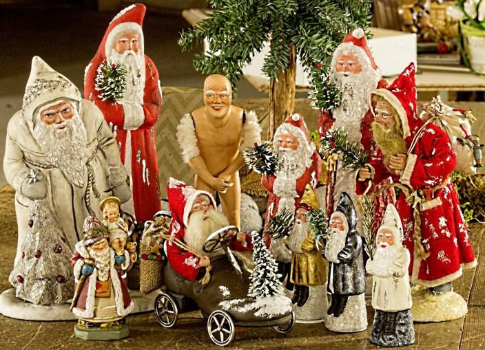 Manufakturen-Blog: Einige versammelte Weihnachtsmänner von Marolin (Foto: Christian Forkel)