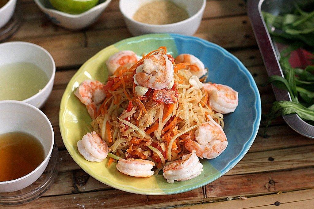 Ann's Thai cooking class - Som Tum - Green Papaya Salad