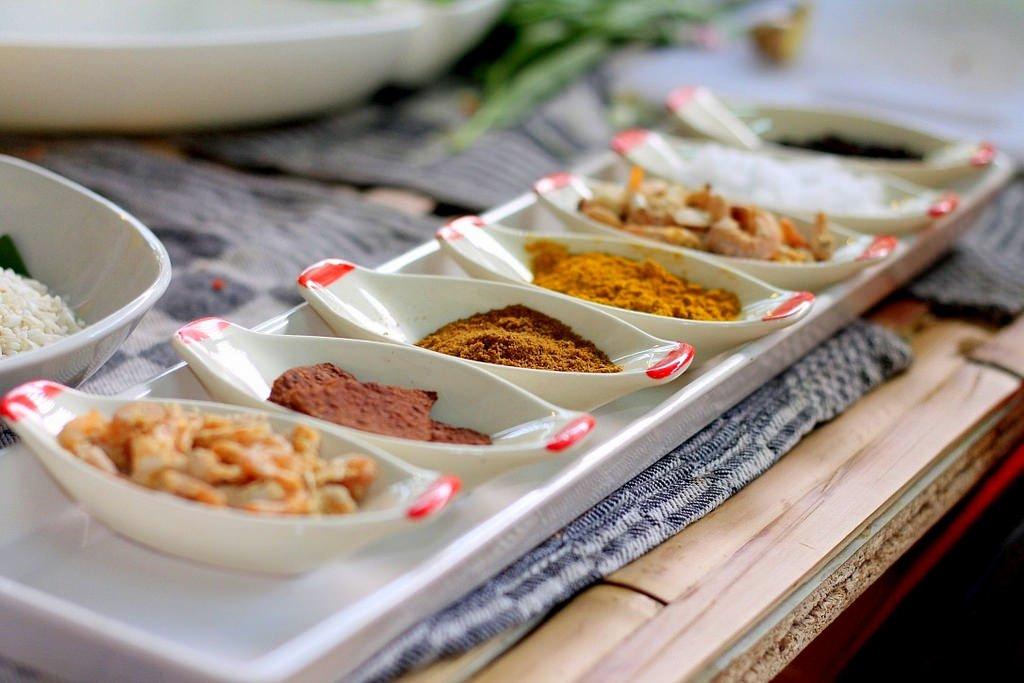 Ann's Thai cooking class - condiments