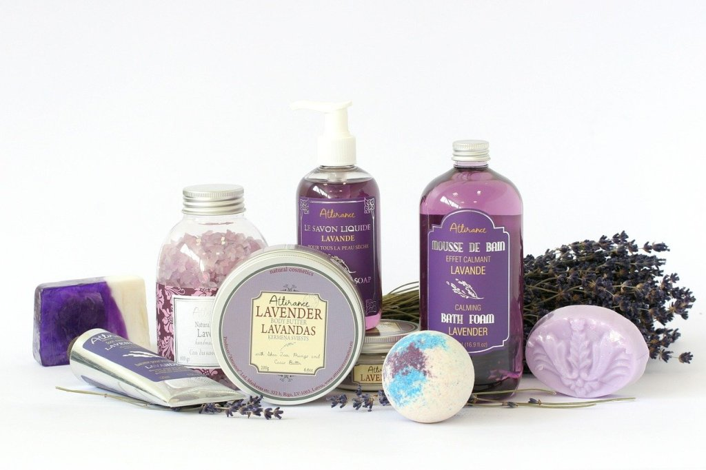 Effective natural skincare essentials for short term travelling