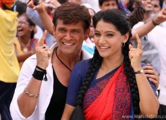 Urmila Kanetkar & Sameer Dharmadhikari - Pyaar Vali Love Story