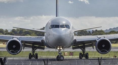 avion en aeropuerto