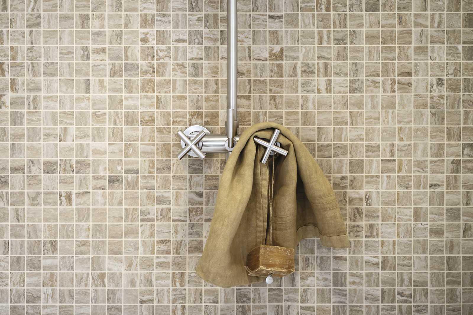 Piastrelle mosaico beige il rivestimento bagno opaco e lucido wave