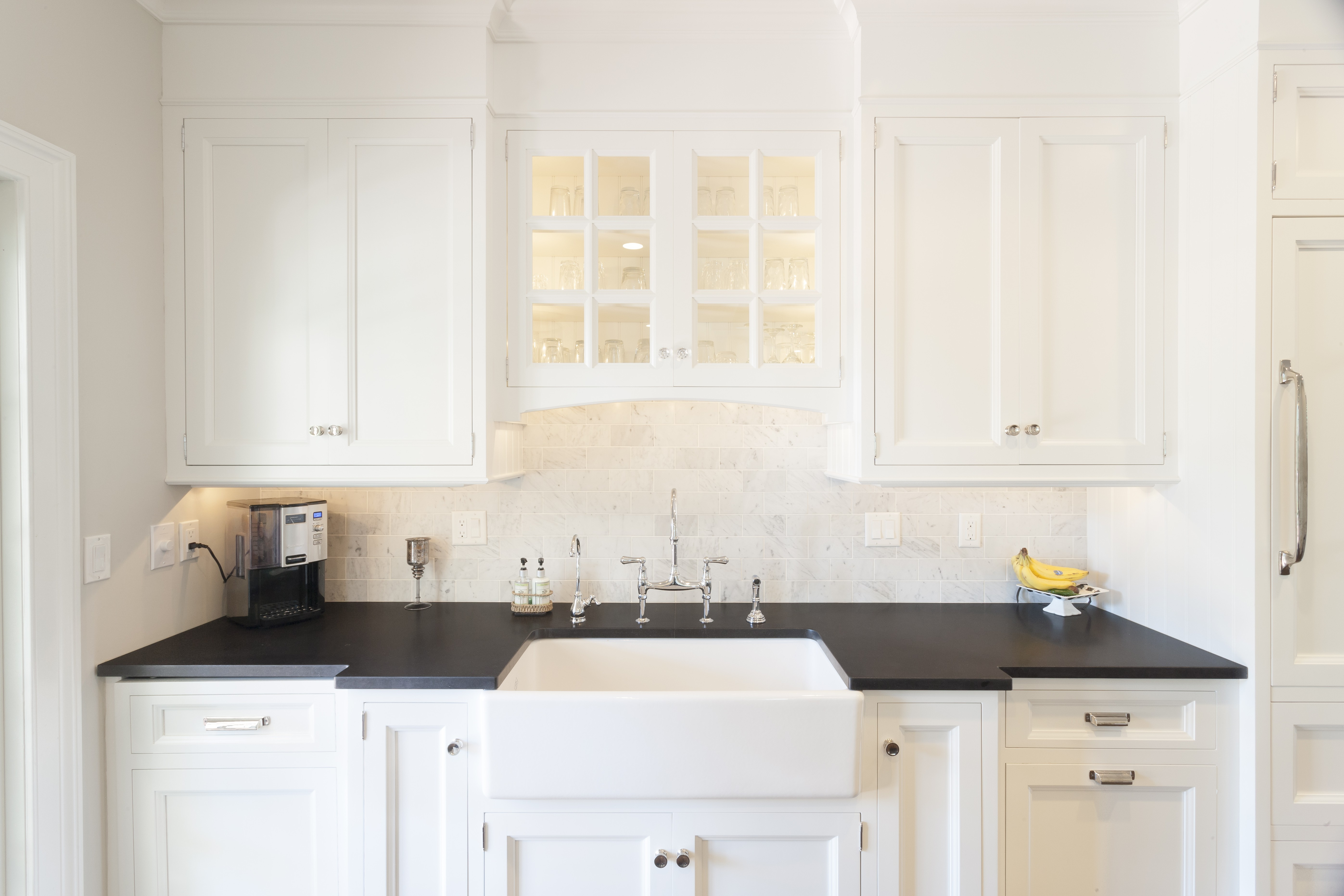 Photos Of White Kitchen Cabinets What Are The Pros And Cons Of White Kitchen Cabinets Marble