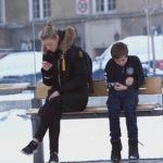 Ciudadanos noruegos reaccionan ante un niño congelándose en la calle -vea impresionante video