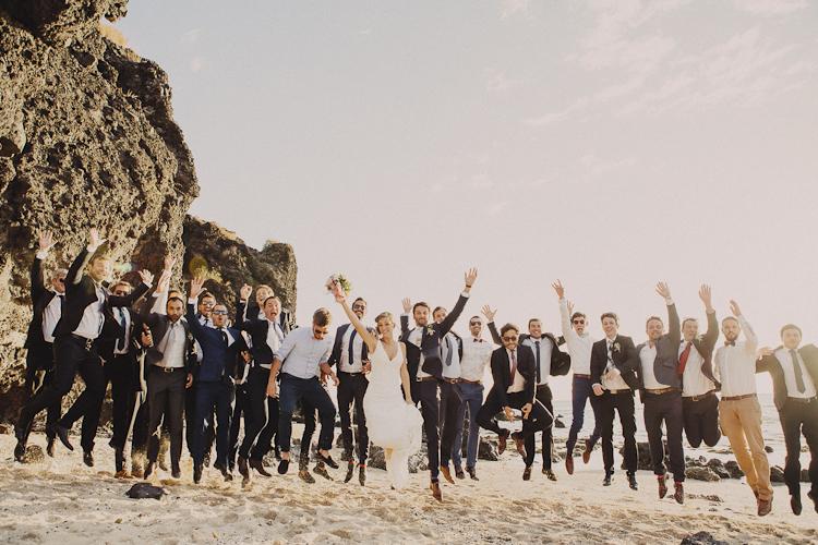 Mariage Ma Régisseuse wedding planner La Réunion plage photo de groupe happiness