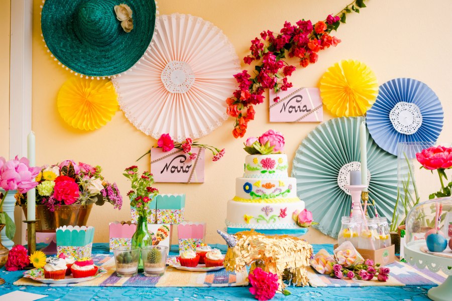 Shooting mariage mexicain sweet-table pinata fleurs