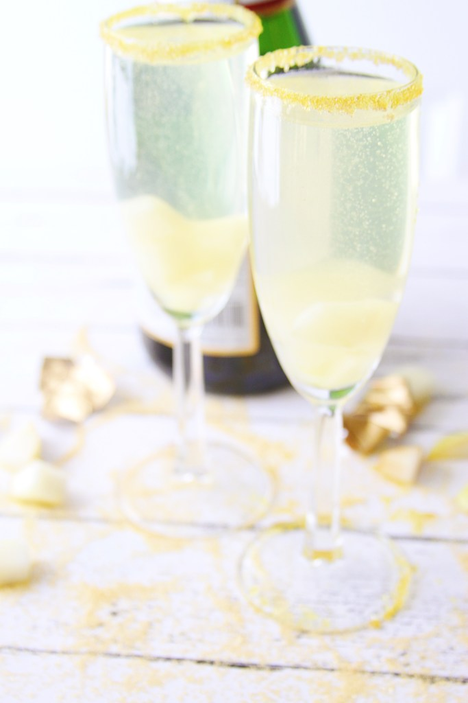 Celebrate The Golden Globes with This Fabulous Cocktail! My Sparkling Gold Pear Cocktail! Made with a homemade pear simple syrup, vodka, and champagne.