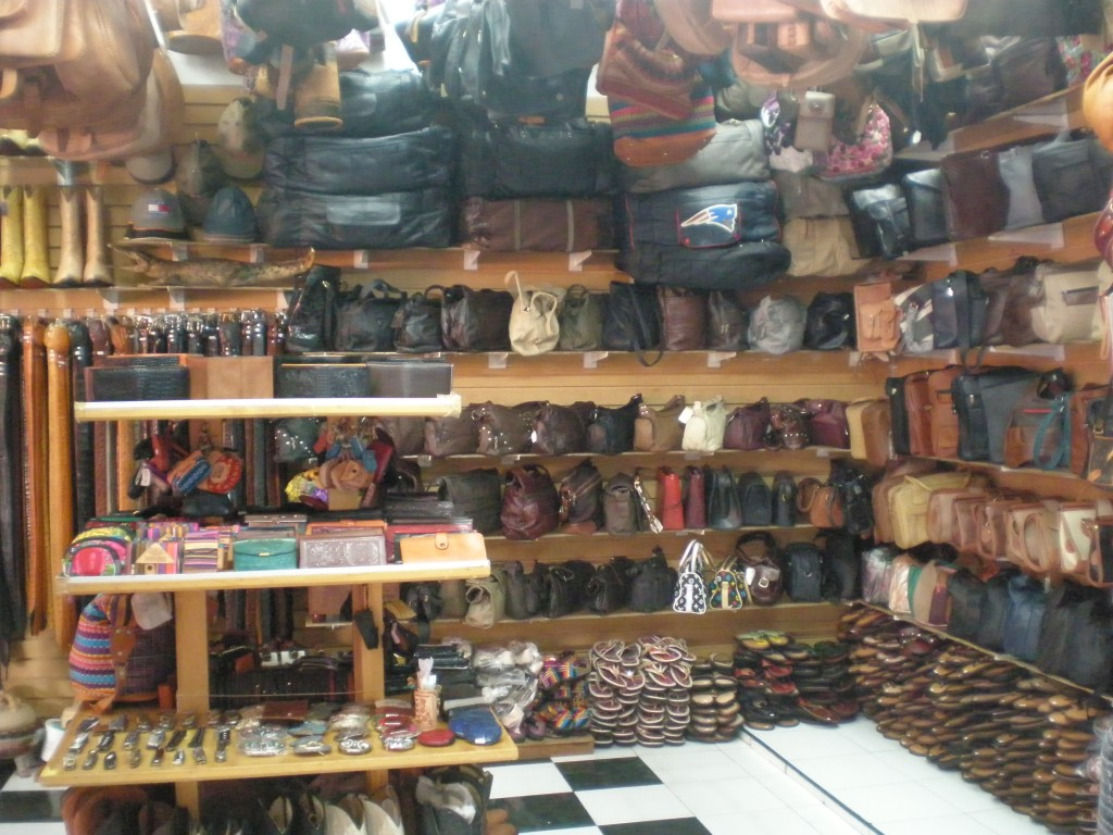 Leather Shop Market 28 In Cancun Marginal Boundaries