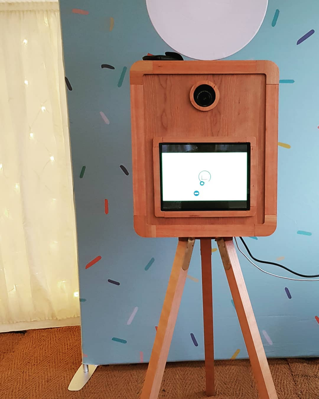 Photobooth Maison Supplier Spotlight Outside Instant Margot S Wedding