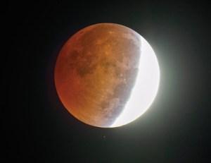 Eclipse Penumbral da Lua - Reprodução