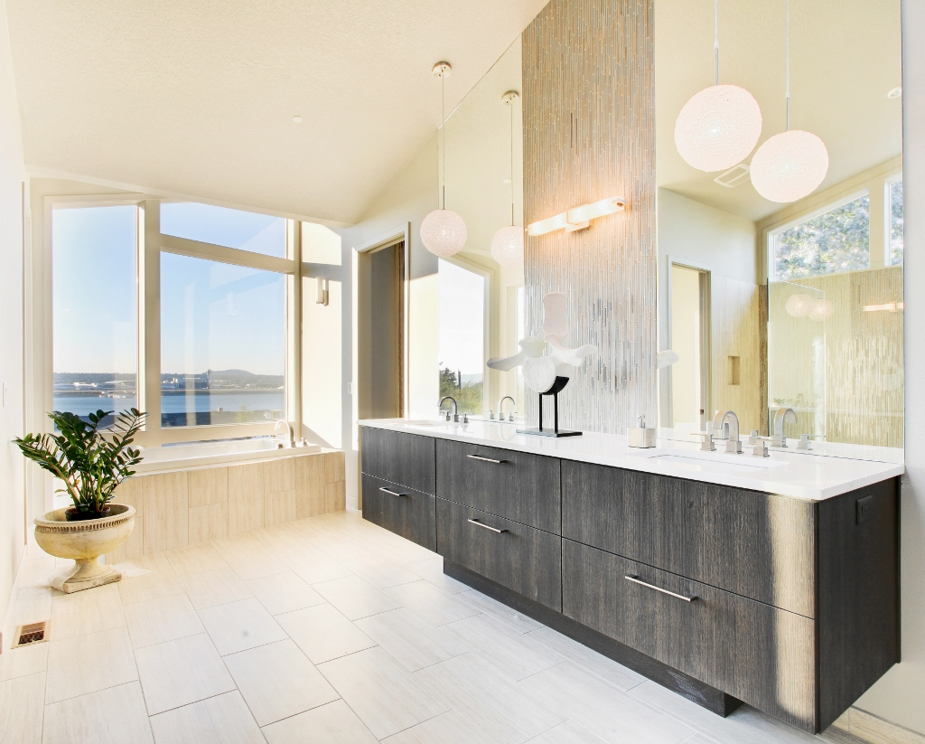 Essentials For A Luxurious Master Bathroom