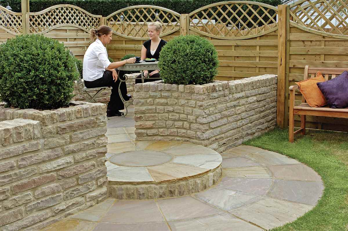 Terrasse Exterieur Sureleve Fairstone Pitch Faced Garden Walling | Marshalls.co.uk
