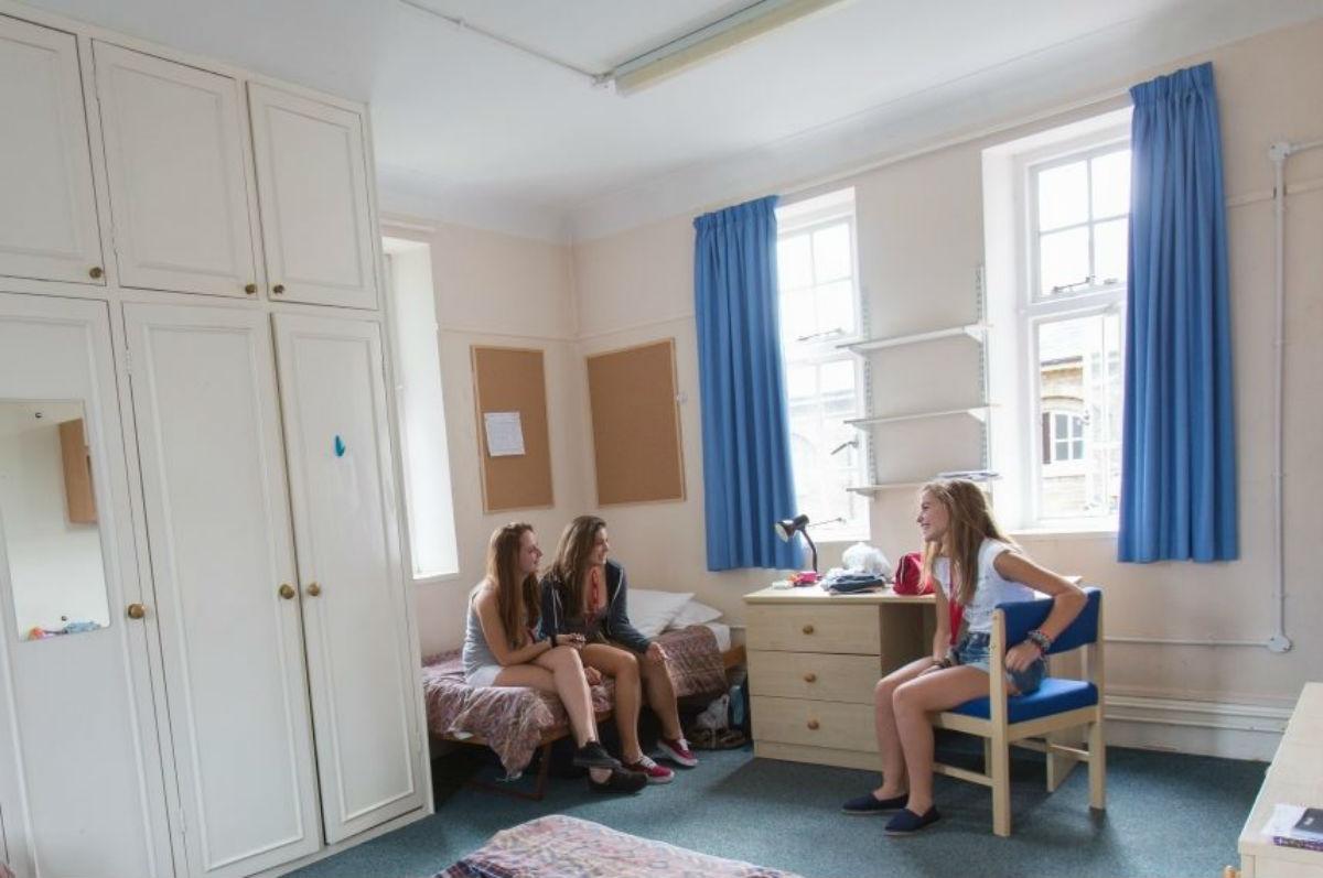 Camere Da Letto Giovani : La camera da letto dei ragazzi inglese niente sesso siamo film